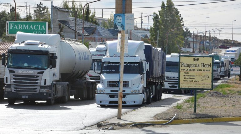 Centenares de camiones
