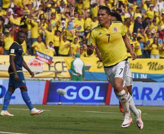 Carlos Bacca fue una de las figuras de Colombia y anotó dos goles.
