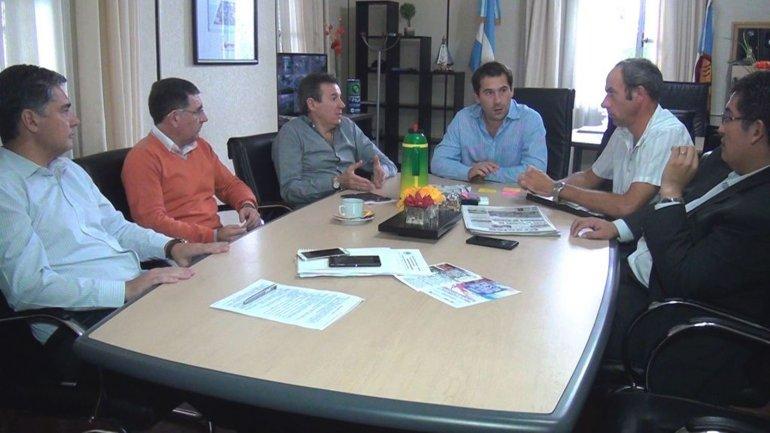 Los integrantes del Ente de Control con el viceintendente. Dijeron que se rodearán de colaboradores que ya forman parte de la planta municipal.