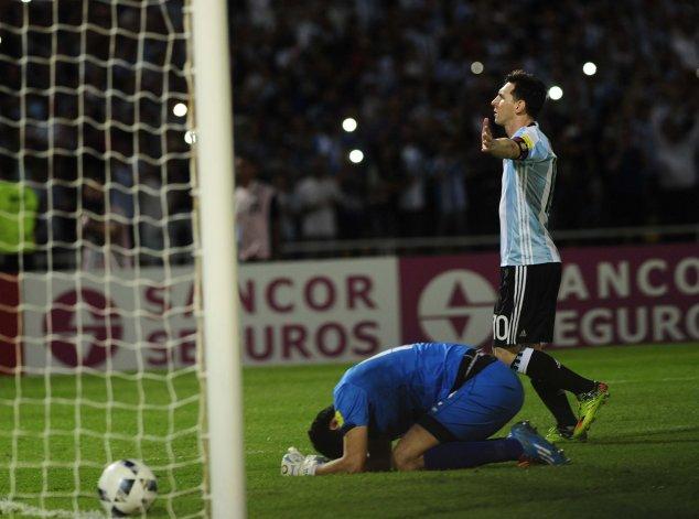 Lionel Messi convirtió de penal su gol número 50 con la selección argentina mayor.