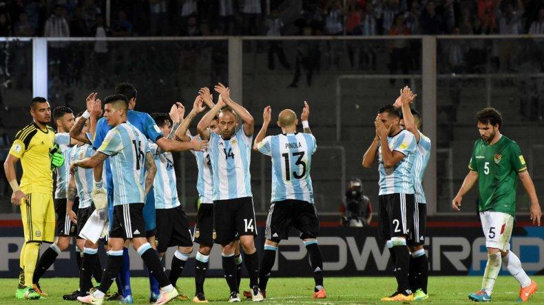 Los jugadores de la selección argentina saludan al público en Córdoba