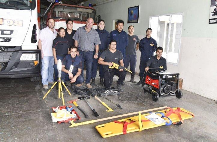 Bomberos de la Unidad 5ª recibieron nuevo equipamiento por parte de Mural SA