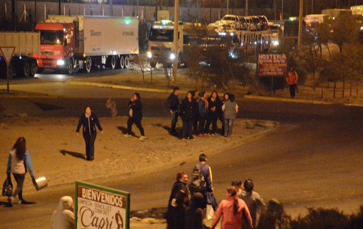 Los trabajadores de planes sociales y cooperativas decidieron levantar el bloqueo
