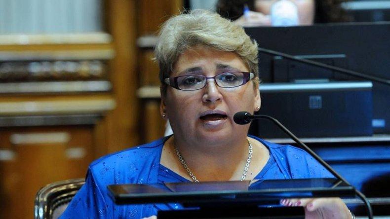 La senadora santacruceña María Ester Labado (FpV) cuestionó el acuerdo que impulsó el macrismo con los fondos buitre.