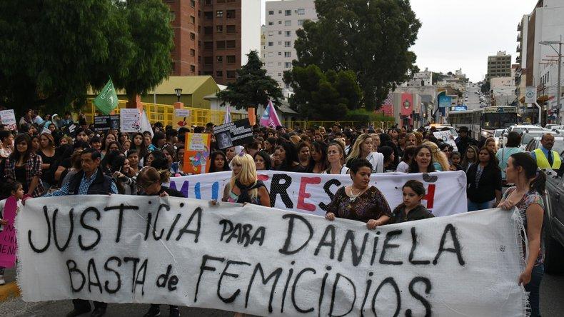 La marcha que se realizó el miércoles por el centro comodorense para pedir justicia por Daniela Vanesa Farías.