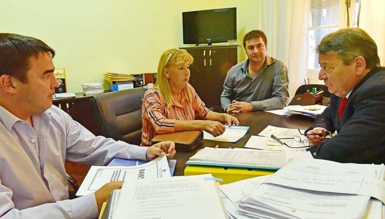 Nilda Tolosa en el encuentro que mantuvo con funcionarios provinciales.