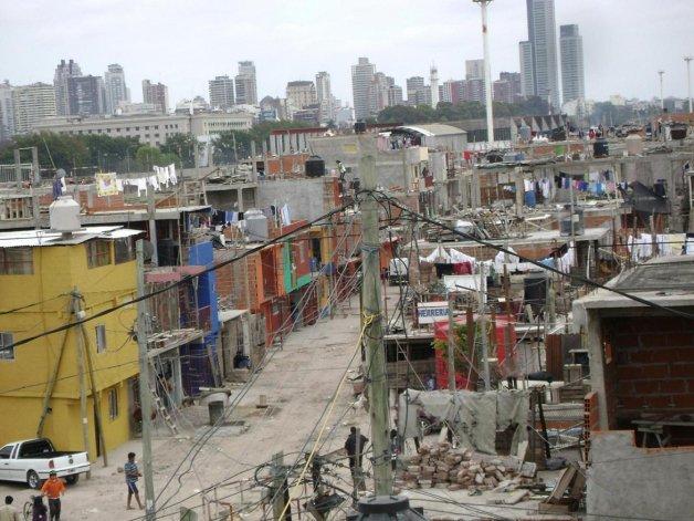 La tasa de pobreza registró un aumento de 5 puntos porcentuales hasta llegar al 34