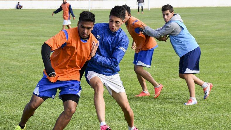 Jesús Molina ingresó en la segunda parte del entrenamiento por Yair Córdoba