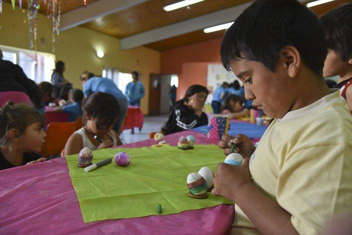 La comunidad asturiana celebró una nueva edición de la Fiesta de los Güevos Pintos.