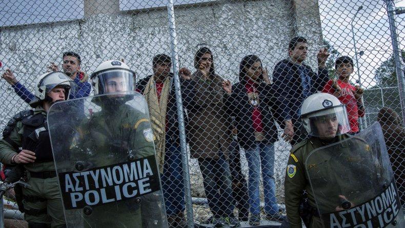 En Grecia se viven horas de tensión por la inminente deportación en masa.