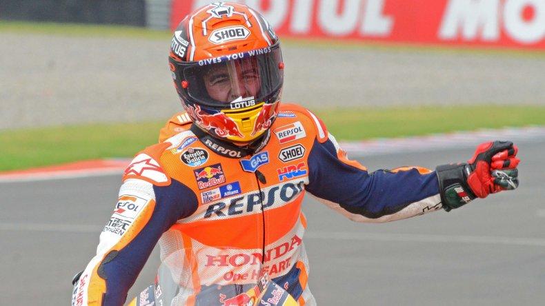 Márquez festeja tras cruzar la meta. El español fue imparable en Termas de Río Hondo.