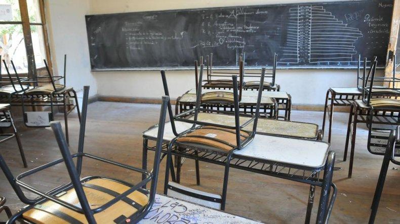 ATECh volvió a reclamar por docentes que continúan sin cobrar sus haberes