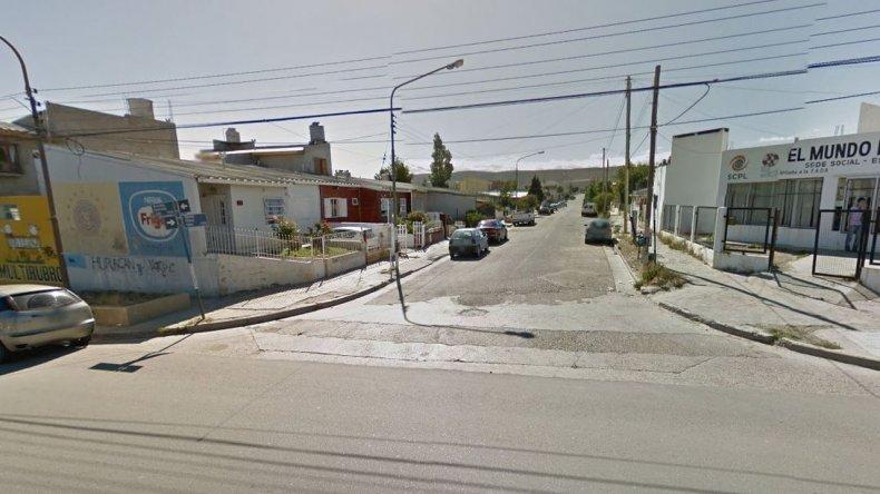 Tres delincuentes entraron a una casa, amenazaron a la familia para robarles y escaparon