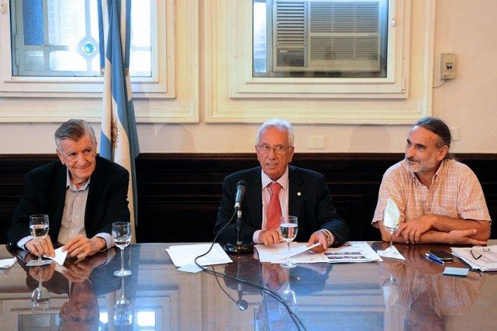La oposición cuestionó al Presidente y a la titular de la Oficina Anticorrupción.