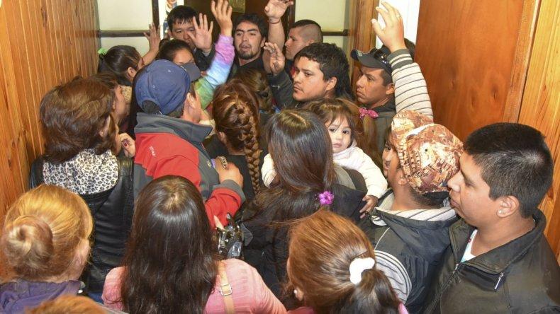 Familias que no recibieron viviendas reaccionaron contra el municipio