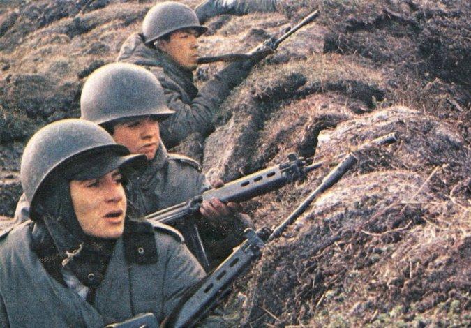La eterna disputa entre soldados continentales y de Malvinas
