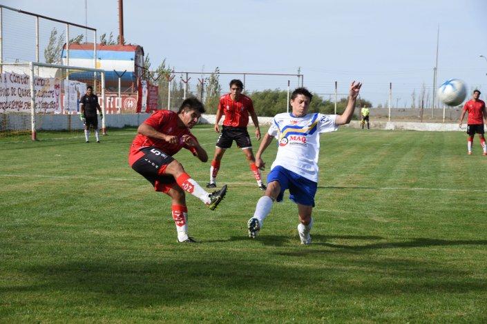 Huracán viene de golear 4-0 a Oeste y es único líder del torneo Inicial A con puntaje ideal.