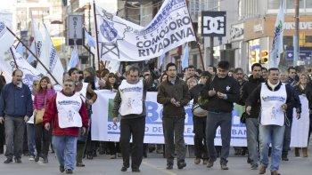 Los trabajadores bancarios reclaman un aumento salarial con un piso del 30%.