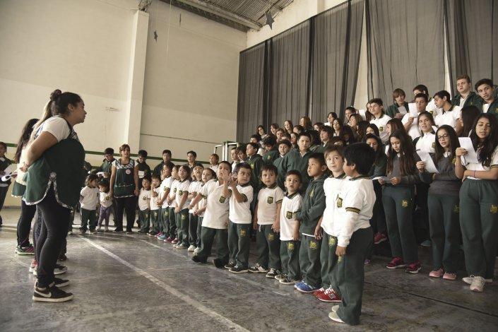 En el Martín Rivadavia se preparan para el acto con el que mañana festejarán sus 50 años.