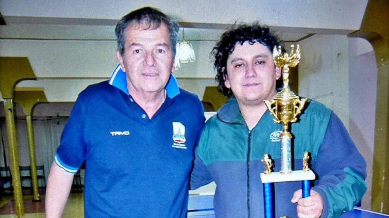 Tito Ambos -izq- impulsa un proyecto destinado al crecimiento inmediato del tenis de mesa
