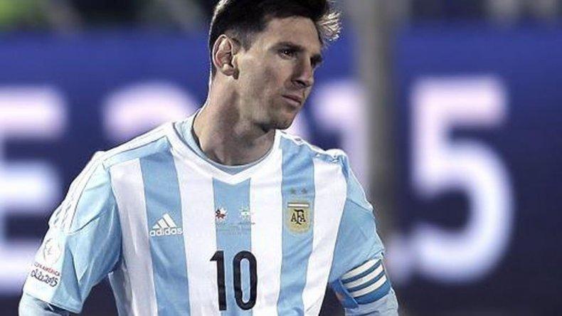 Messi podría perderse el debut ante Chile