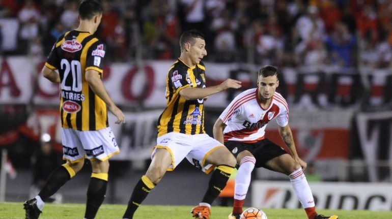 River goleó 6 a 0 a The Strongest