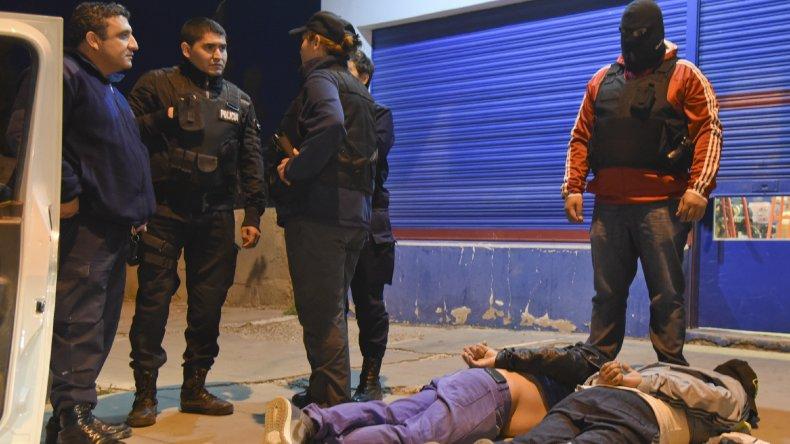Héctor Fretes junto a otro sospechoso fue detenido en las calles Tucumán y Cabral. Amenazó con un arma a la policía que finalmente lo redujo.