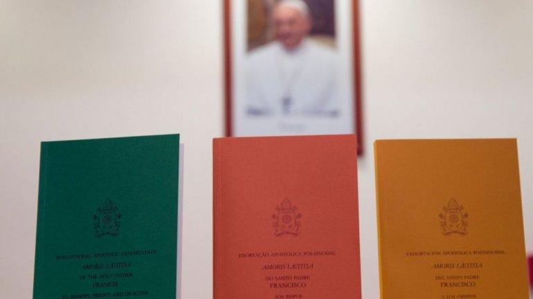Francisco le abrió las puertas a los divorciados y rechazó la unión homosexual