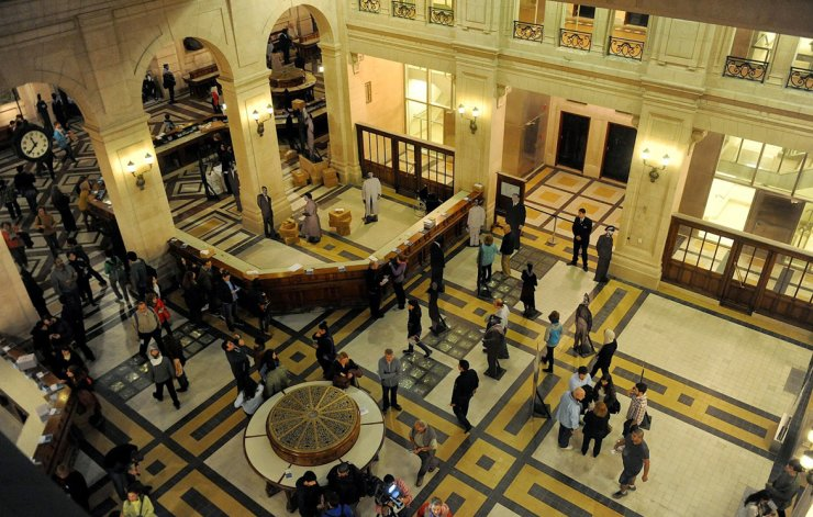 Miles de personas pasan por el Centro Cultural Kirchner y es habitual que se agoten todas las localidades para visitas guiadas en poco tiempo.