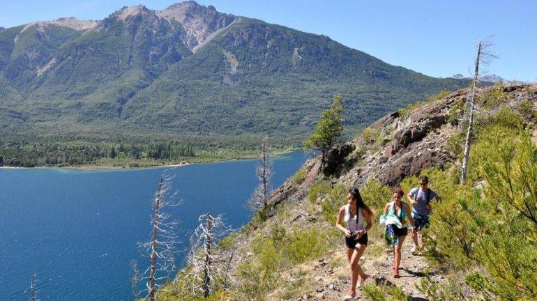 Para los amantes del trekking el Parque Municipal Puerto Bonito cuenta con numerosos circuitos.