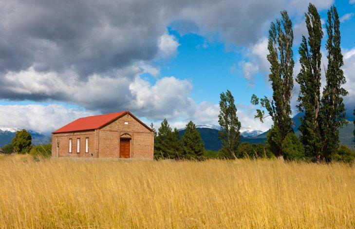 La Capilla Bethel es un sencillo edificio rectangular de ladrillos