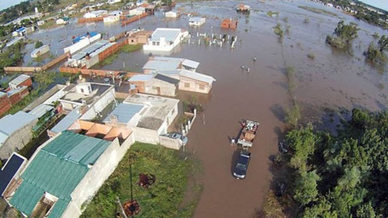Hay cerca de 20 mil evacuados en el Litoral ante las crecidas.