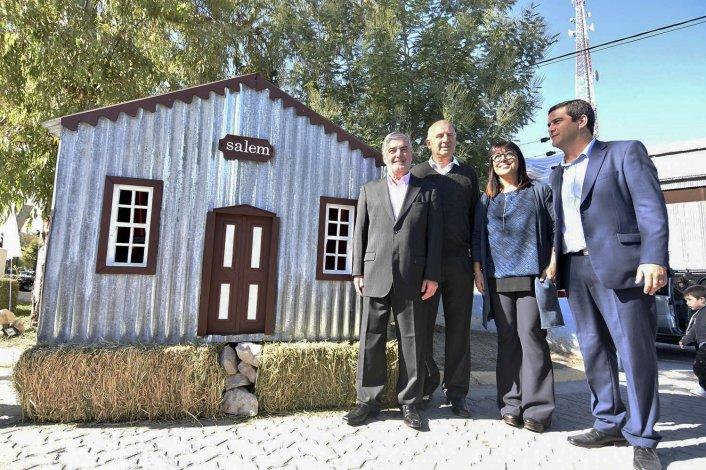 El gobernador al participar ayer en la apertura de la Muestra Agropecuaria de Gaiman.
