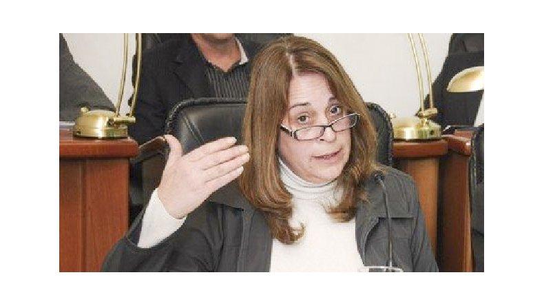 El ajuste que hace Macri es brutal, criticó la diputada provincial Alejandra Marcilla