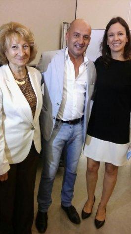 Marcelo Ortega junto a Carolina Stanley y Sara Valassina.