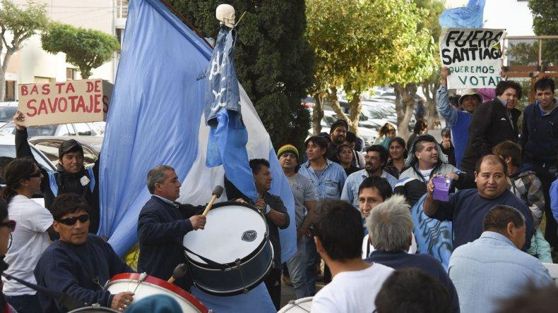 A mediados de semana la lista Celeste y Blanca realizó una manifestación por las calles céntricas hasta la Municipalidad.