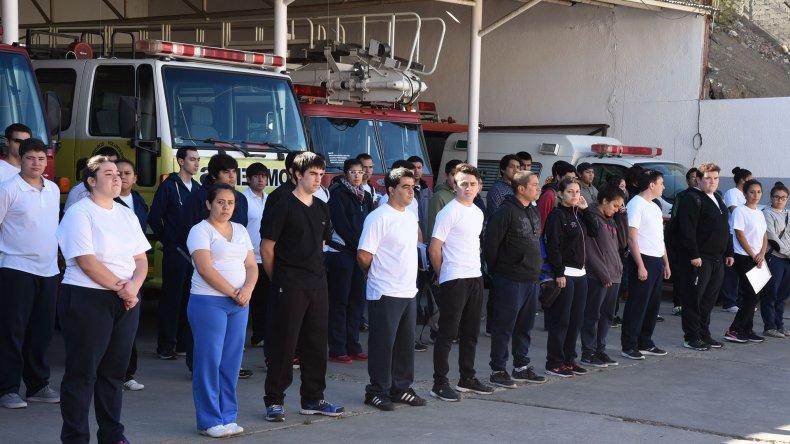 Los jóvenes deseosos de ser bomberos voluntarios iniciaron ayer el ciclo lectivo 2016 en el Cuartel Central.