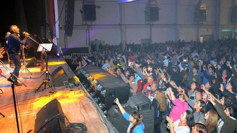 Peteco Carabajal cerró el Festival celeste y blanco