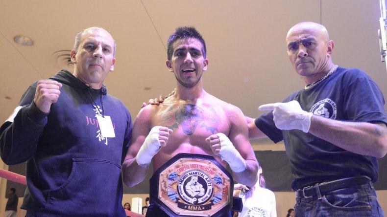 Lucas Pantera Leonori superó en fallo dividido a Santiago Barrios y es el nuevo campeón argentino de MMA de ULLAMP.