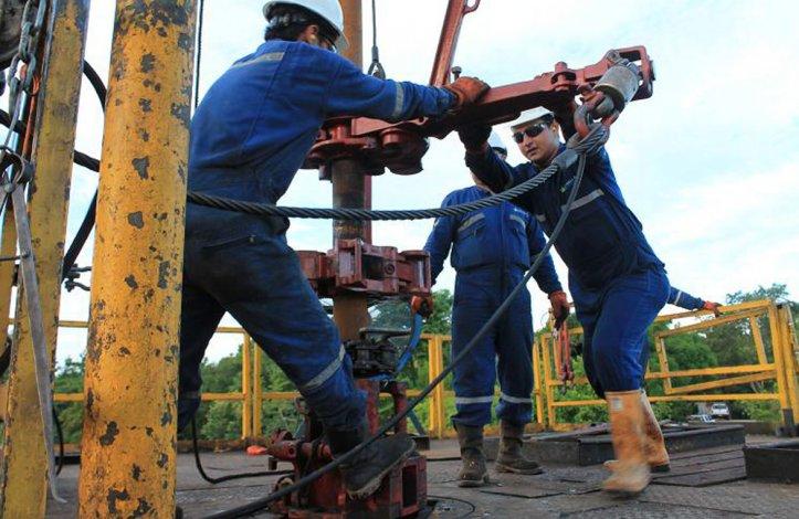 Los gremios petroleros insistirán con la suba de equipos para garantizar fuentes laborales.