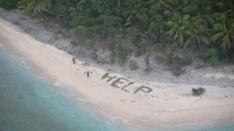 Naufragaron, escribieron Help en la arena y los rescataron
