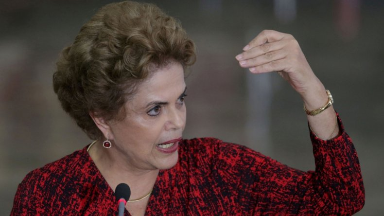 Rousseff atraviesa un duro momento político en Brasil.