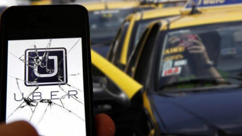 Taxistas furiosos por la llegada de Uber realizan cortes en Buenos Aires