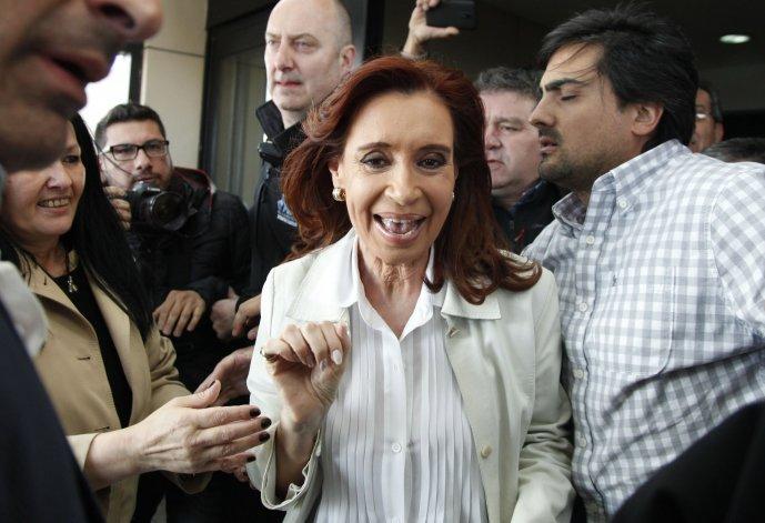 La militancia hace vigilia en la casa de Cristina Fernández
