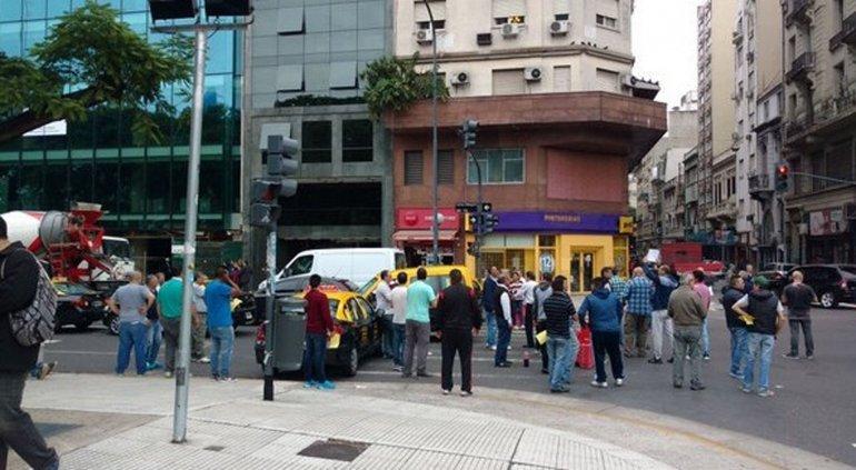 Los taxistas protestaron con piquetes en varios puntos de la Ciudad de Buenos Aires.