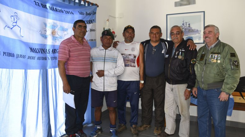 Cinco son los ex combatientes que decidieron emprender esta campaña para que no se olvide a los héroes de Malvinas.