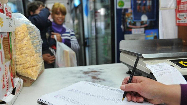 La disminución de las ventas alcanza el 40% según las estimaciones del Centro de Empleados de Comercio.