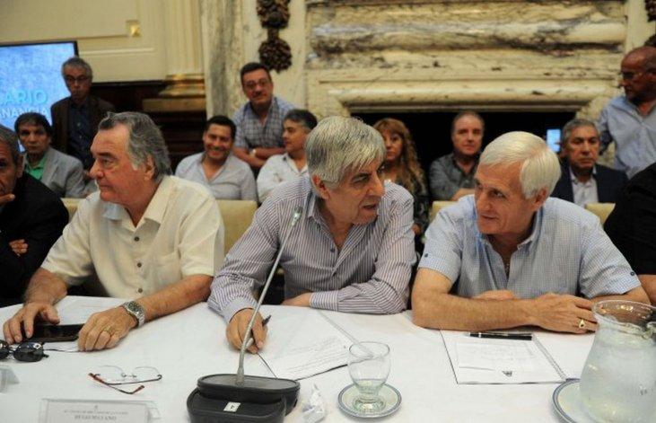 Las titulares de las tres CGT se reunirán esta tarde con Macri