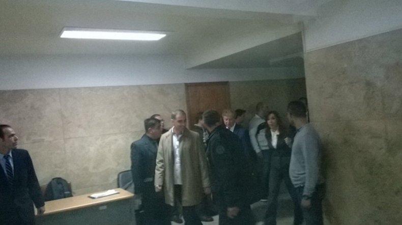 Cristina llega a las oficinas del juez al que cuestionó duramente.