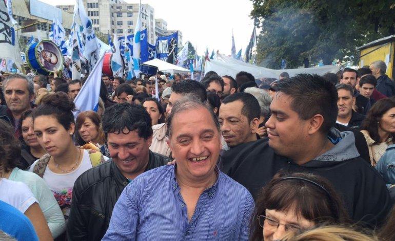El intendente Linares fue uno de los que se movilizó para expresar su lealtad a Cristina Kirchner.